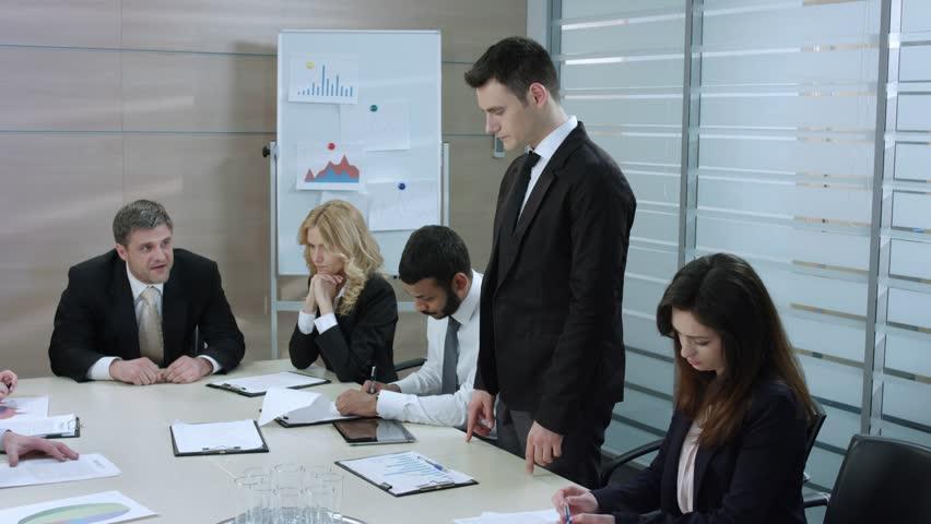 Как уволить заместителя главного бухгалтера?